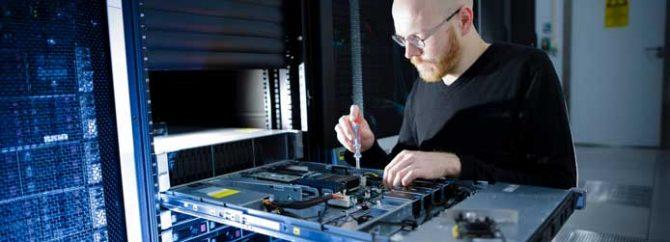 ارائه خدمات سرور و شبکه در محل با آچارباز