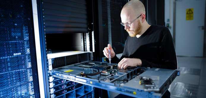 خدمات سرور و شبکه در محل با آچارباز