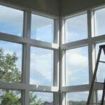 تمیز کردن شیشه؛ با چند روش ساده پنجره خانه خودتان را شفاف کنید!