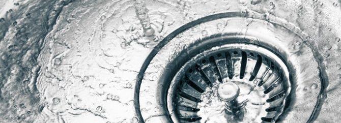 تمیز کردن سینک آشپزخانه؛ طوری که برق بیافتد؟