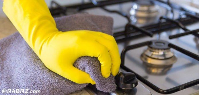 تمیز کردن اجاق گاز با دستمال