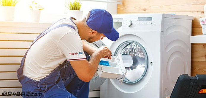 تعمیرکار حرفه ای برای تعویض قطعات ماشین لباسشویی